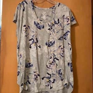 Maurices 24/7 grey floral tee